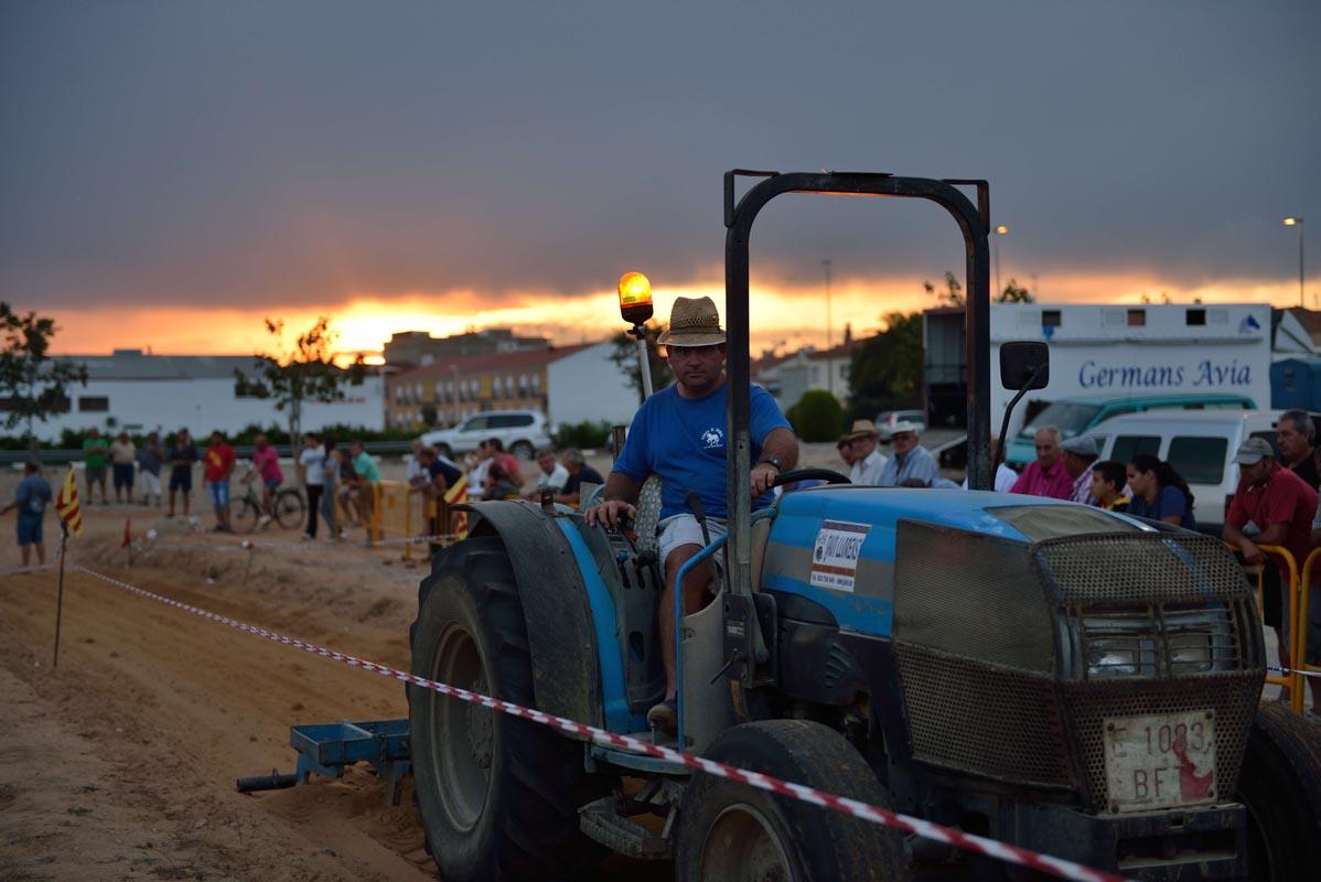 2015-09-26-villanueva-de-castellon_nk2_1479zz_el-tractor
